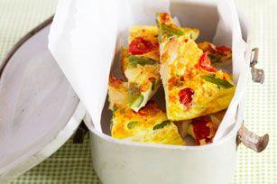 Envie d'une nouvelle recette d'omelette? Essayez celle-ci: un soupçon de piment rouge broyé ajoute une note de piquant à ce plat succulent!