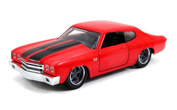 Coche Chevrolet Chevelle año 1970. Modelo rojo. A Todo Gas. Escala 1:32. Jada Toys Estupendo coche a escala del Chevrolet Chevelle del año 1970 en un modelo color rojo del exitoso film de A todo Gas, fabricado en metal y goma, a escala 1:32 y 100% oficial y licenciado. Perfecto como regalo de colección a todos los fans del film.