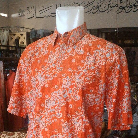 Kemeja gradasi motif kanthil, harga Rp 140.000