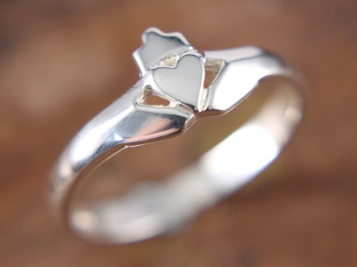 Extrêmement Best 25+ Silver claddagh ring ideas on Pinterest | Irish heart  ZE88