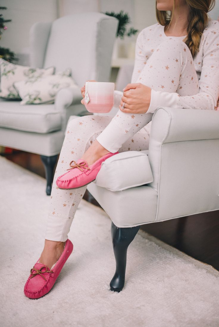 Gal Meets Glam Star Print PJs - Old Navy star print pjs & pink slippers