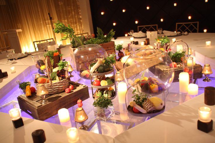 テーブルの中央に野菜でアレンジ