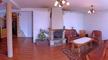 Dwupiętrowy dom w Mysłowicach w dzielnicy Morgi. Nieruchomość o powierzchni 228 m2 leży na działce o powierzchni 1143 m2.  Zapraszamy do kontaktu! Agent nieruchomości: Małgorzata Sommer TELEFON: +48 661 070 070 http://remax-gold.pl/oferta/atrakcyjnie-polozony-dom-w-myslowicach-ul-pukowca-65a
