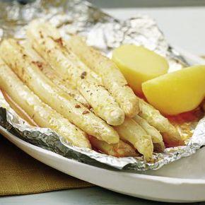 Spargel aus der Folie ~300 kcal (ggf. mit Zwiebel und Tomate)