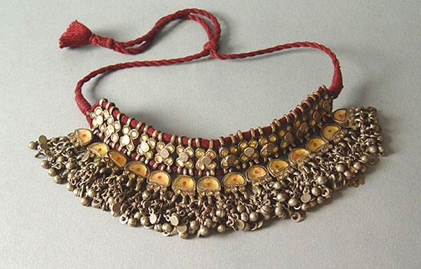 Katesari choker from Uttar Pradesh (India).   Glass, Silver and cotton   Cfr. Untracht's Traditional Jewelry of India, pag.231,*485