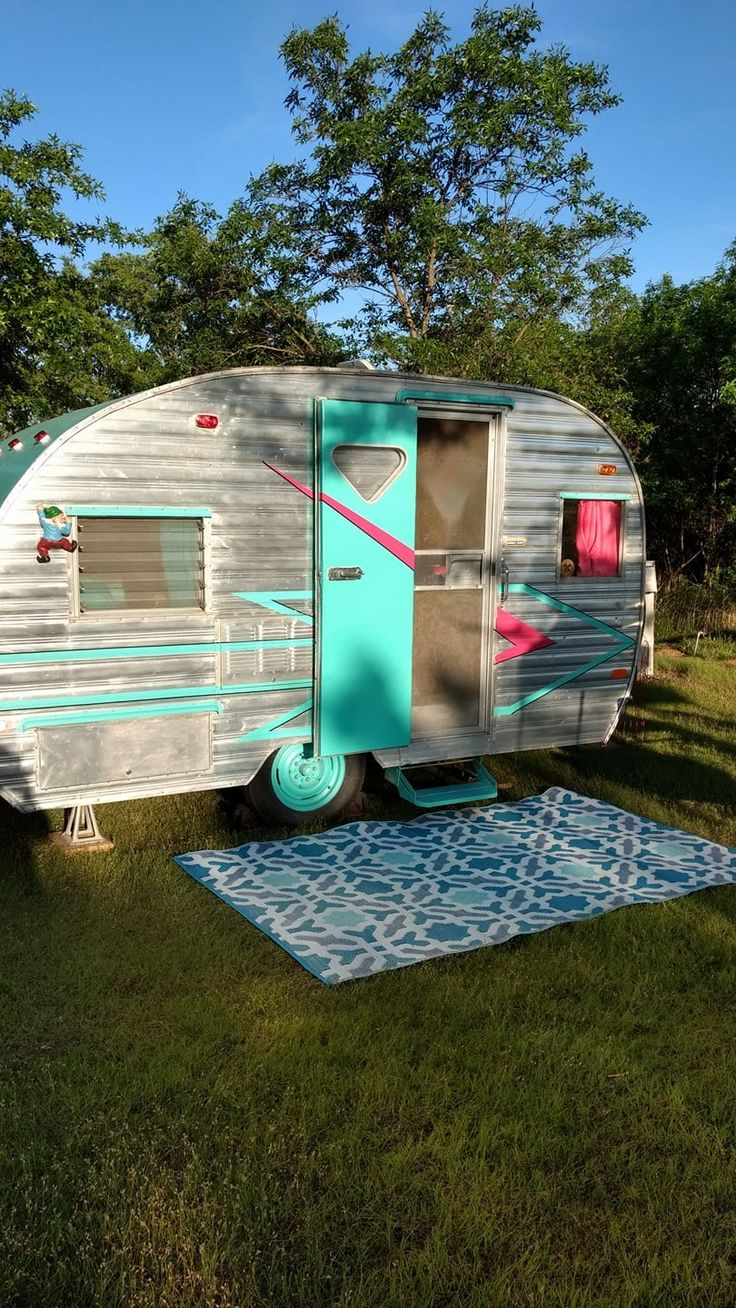 The colors vintage caravansvintage campersvintage trailersshasta trailertrailer trashcamping trailerstravel