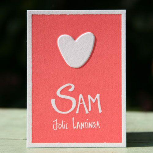 Voor Sam hebben we samen met haar moeder haar geboortekaartje ontworpen.Haar moeder heeft de tekst voor op haar kaartje geschreven en wij hebben het omgezet in de computer zodat we het konden drukken. Het kaartje is gedrukt in een warme koraal kleur en de zijkant zijn mint groen. Het is een klein kaartje met op …