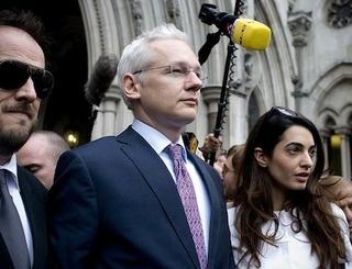 Julian Assange To Find Out If He's Being Extradited Next Week: Julian Gadgets, Assang Grant, Julian Assang, Assang Applying, Wikileak Founders, Founders Julian