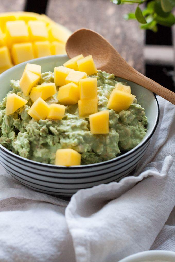 Matcha Kokos Overnight Oats. Gesund, fruchtig und nicht zu süß. Perfekt für euren guten Start in den Tag - Kochkarussell.com