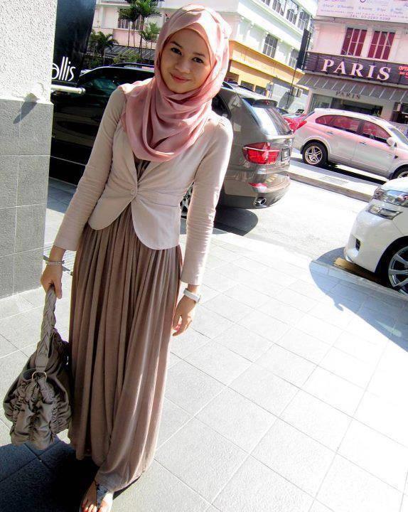 Une Jupe Longue Classique Une Veste Et Un Hijab Assorti Que Dire De Plus Tenue Tr S Chic