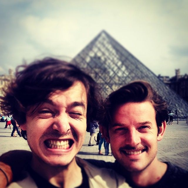 I left the house without sunglasses. Oh... Yeah, Louvre.