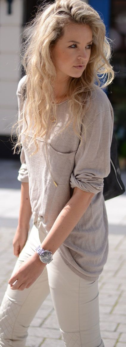 Street Style With White leggings  and Gray Tshirt