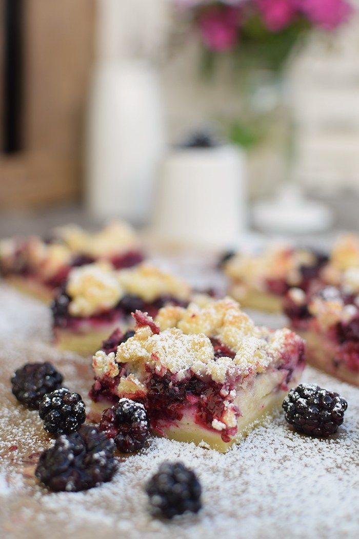 Brombeer Streuselkuchen - Blackberry Crumble Cake - buttriger Mürbeteig mit Vanille-Sahne-Creme und Nuss-Streuseln :) - http://knusperstuebchen.net/2016/08/12/brombeer-streuselkuchen-zufallstreffer-und-grosse-kuchenliebe/