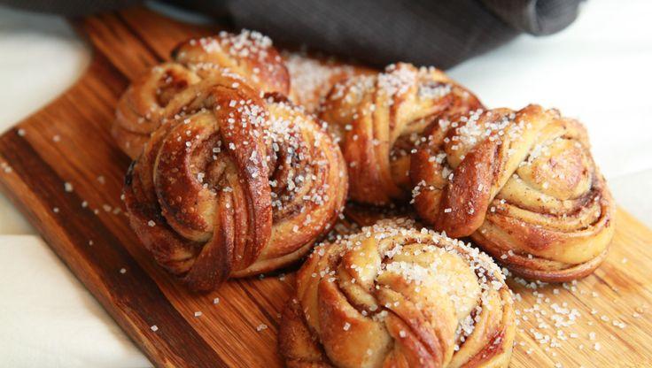 - Kanelknuter, surdeig - Cinnamon Knots, made with sourdough