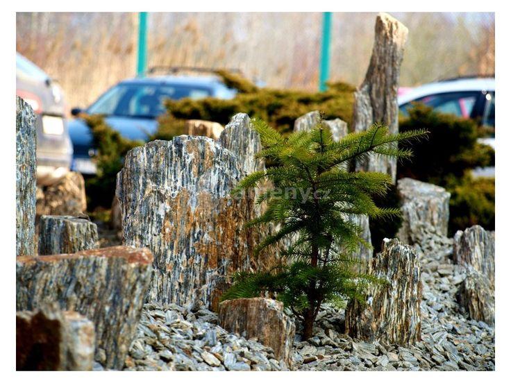 Rulové sloupy jsou přírodní kámene z ruly, jsou mrazuvzdorné a stabilní proti…