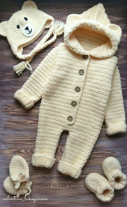 Купить или заказать Комплект для новорожденного в интернет-магазине на Ярмарке Мастеров. В комплект для выписки входит комбинезон,шапочка,пинетки и царапки на завязках.Комплект связан из полушерстяной пряжи. Также возможен повтор в другом цвете и размере.