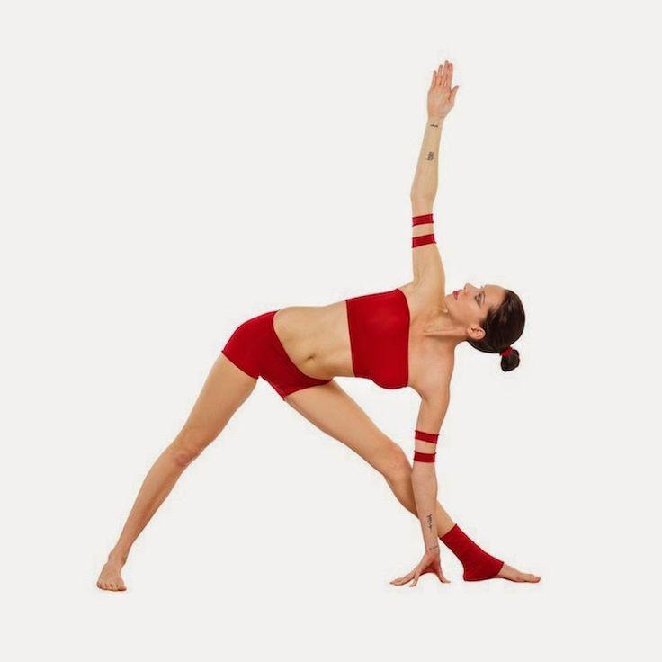 Cómo reducir los michelines o grasa alrededor de la cintura: Triángulo extendido - Utthita Trikonasana incluye videos.