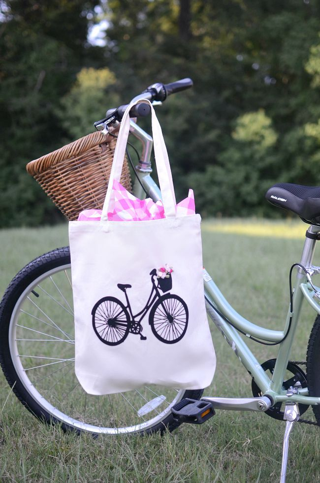 Vintage Bike Tote Bag Tutorial /Aimee Broussard for Silhouette Blog