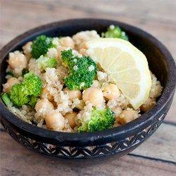 Veganistische salade met quinoa en kikkererwten