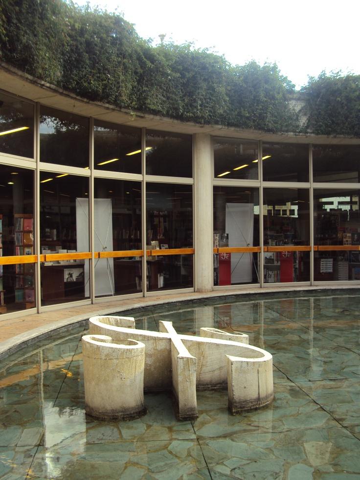 Centro Cultural Gabriel García Márquez. Arq: Rogelio Salmona Bogotá, Colombia