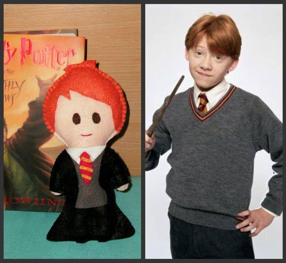 """Boneco inspirado no personagem Rony, da série de livros Harry Potter.  Em feltro, feito à mão.  NÃO TEMOS PRODUTOS PARA PRONTA ENTREGA  TEMPO DE CONFECÇÃO DE: ATÉ 15 DIAS (PARA PAGAMENTO DEPOSITO EM C/C)    Avaliação  Patricia:(RJ) """" LINDOS, PERFEITOS, FOFOLETIS!!!! Estou APAIXONADA por eles!!! (19/05/2010)  Herika  - (macapa - AP)  """"recebi os bonecos! eles são lindos , muito bem feitos , caprichado mesmo! deixo registrado aqui minha satisfação 5 estrelas pela compra .bjs .""""(05/04/2011) R$…"""