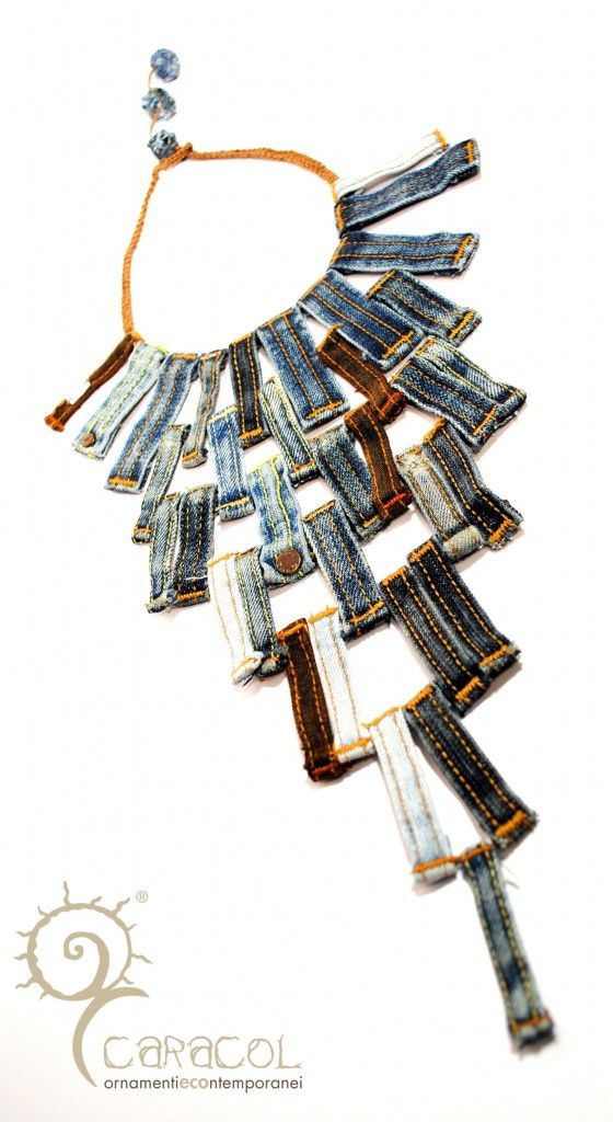 Necklace made from belt loops on jeans. Collana con i passanti dei jeans - Caracol.