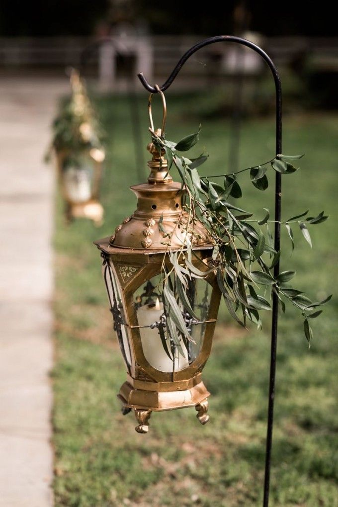 A little something al fresco grand to welcome your guests! #cedarwoodweddings Southern Classic Family Style Wedding :: Julie+Kyle | Cedarwood Weddings