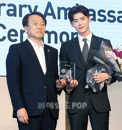 Lee Jong-suk named honorary ambassador for Korea Tourism