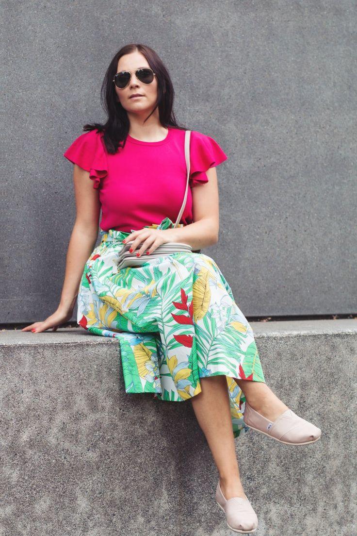 Fashion-rock-sommer-must-have-midirock-outfit-of-the-day, Zara Rock, Mango Bluse, toms slipper, Ray-Ban Sonnenbrile, Liu Jo Tasche, www. Kleidermaedchen.de Modeblog, Erfurt, Thueringen, Leipzig, Fashionblog, Fashion Blog, Magazin, Blogazine, Influencer Marketing und Kommunikation, Creator, Jessika Weisse, Fashionblog, Fashion Magazin, Fashion Blog, Outfitblog, Blogger Outfit Inspiration, Streetstyle, Modeblog, Lifestyle Magazin