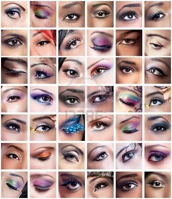 Collage de 42 ojos closeup imágenes de mujeres de diferentes etnias (África, Asia/India, del Cáucaso) con makeups coloridas creativas Foto de archivo