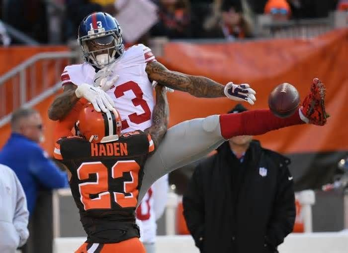 Odell Beckham returns to Giants-Browns after heading to locker room with hand injury #odell #beckham #returns #giants #browns #after…