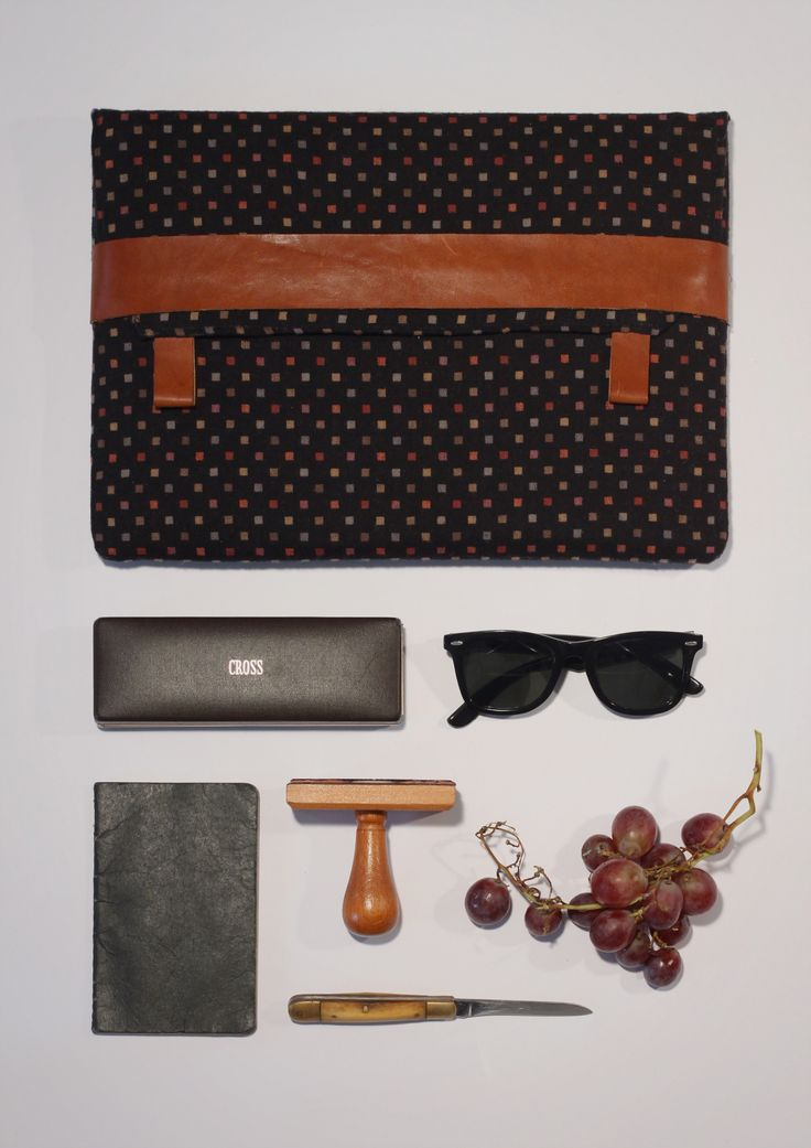 You like elegant and stylish design? Then the Karl is for you! IKarl is a padded Macbook sleeve, with checked pattern in black with brown leather strap. This handcrafted laptop sleeve combines style and function. The elegant fabric will surely gain recognition. If you were looking for an accurately fitting, lightweight solution to carry your laptop in your hand or backpack, you have found it!