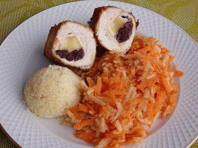 Kolejna wersja drobiowych roladek. Tym razem nadziałam je camembertem i żurawiną. Jako panierki użyłam wiórek kokosowych ale mogą być też mi...