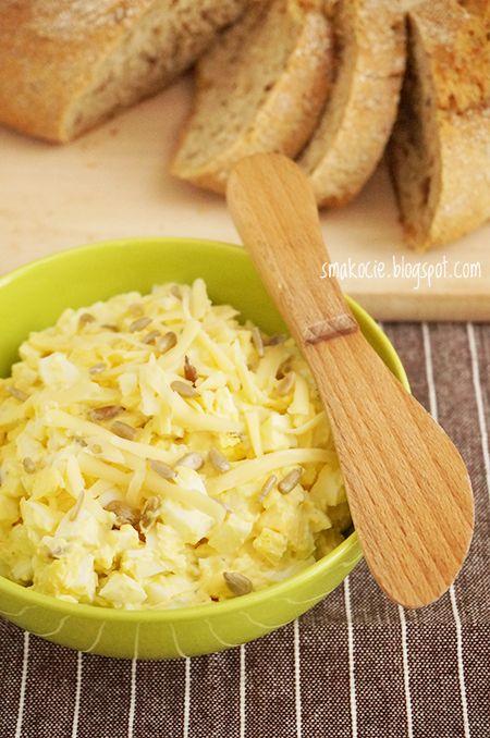 pasta jajeczna ze slonecznikiem i serem  http://smakocie.blogspot.com/2014/01/pasta-jajeczna-z-serem.html