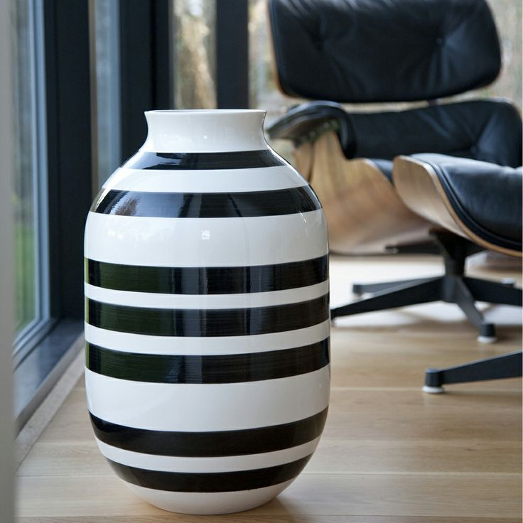 Omaggio Vase Schwarz XL - Ditte Reckweg and Jelena Schou - Kähler - RoyalDesign.de