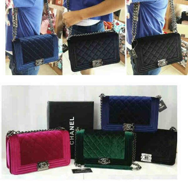 Chanel leboy velvet seprem+box IDR 255rb size 26x9x16 suede warna: red, green, blue, black. CP: Risa - 089608608277