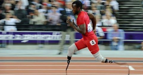American Blake Leeper beat the South African Oscar Pistorius Paralympic T43 world record in the 400 meters, leading 45.25