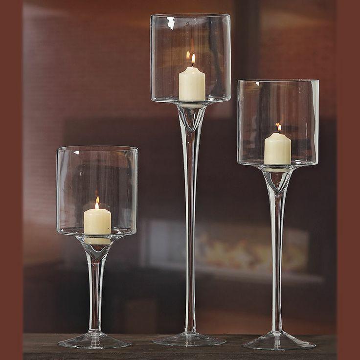 Ce este mai potrivit pentru decorul oricărui eveniment decât setul de 3 pahare pentru lumânări. Setul conţine 3 pahare de sticlă cu picior de înălţime cuprinsă între 30 şi 50 cm.