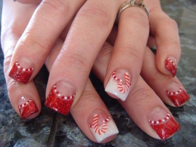 ongles en gel en blanc et rouge pailleté: cannes à sucre                                                                                                                                                                                 Plus