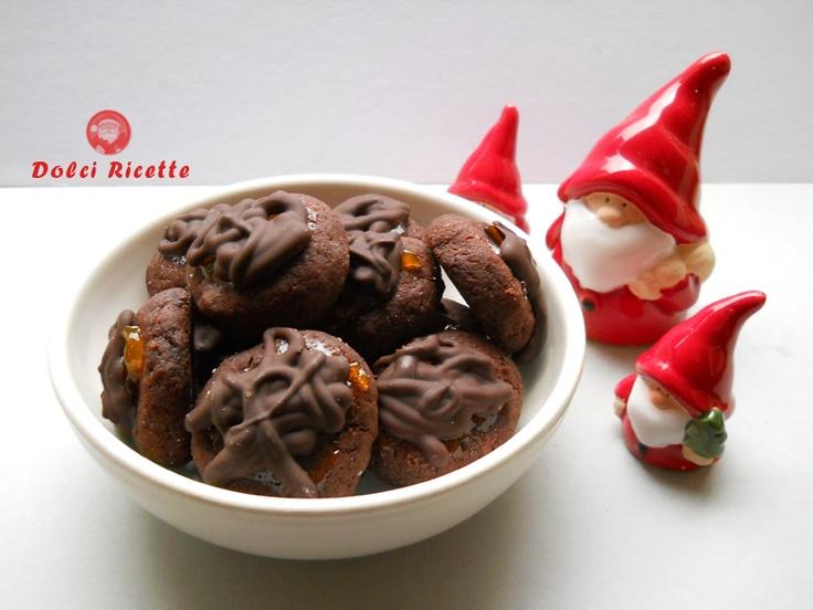 BISCOTTI SACHER TORTE  RICETTA:  http://dolciricette.blogspot.it/2011/12/biscotti-sacher-torte.html