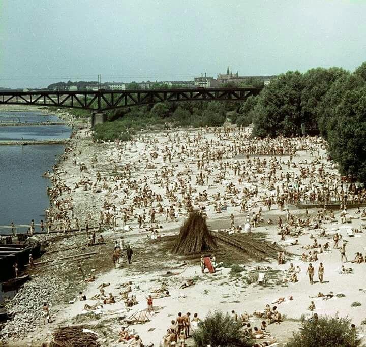 Plaża nad Wisłą, 1958