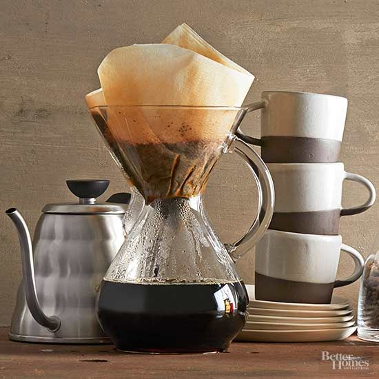 Avoid the long coffee shop lines, and make your own iced coffee at home -- and we're not talking pouring hot coffee over ice. With our cold brew coffee recipe and tips, you can learn how to make cold brew coffee in your own k/