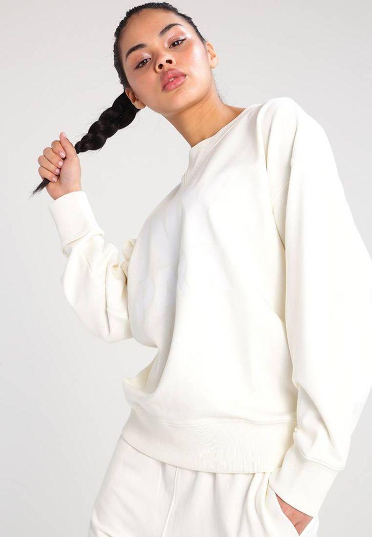 Ivy Park. Sweatshirt - cream. Modelgröße:Unser Model ist 175 cm groß und trägt Größe S. Passform:weit geschnitten. Material Oberstoff:68% Baumwolle, 30% Polyester, 2% Elasthan. Ausschnitt:Rundhals. Gesamtlänge:63 cm bei Größe S...