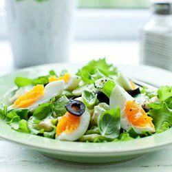 Sałatka z awokado, ogórkiem i jajkiem | Kwestia Smaku