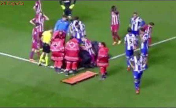 FERNANDO TORRES CAE DESPLOMADO. Deportivo vs Atlético de Madrid