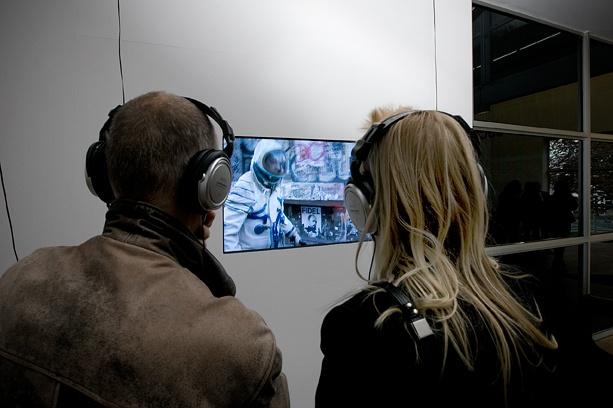 Alicia Framis, Lost Astronaut (2009). © Gert Jan van Rooij, Museum De Paviljoens