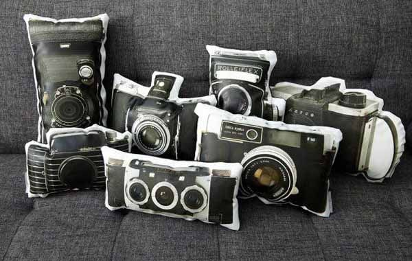 unique-vintage-camera-pillows-decorative-accessories (5) @Kimi Carrier