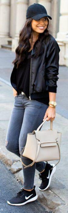 Looks con gorra bomber jacket negra gorra negra bolso reloj dorado street style fashion girl