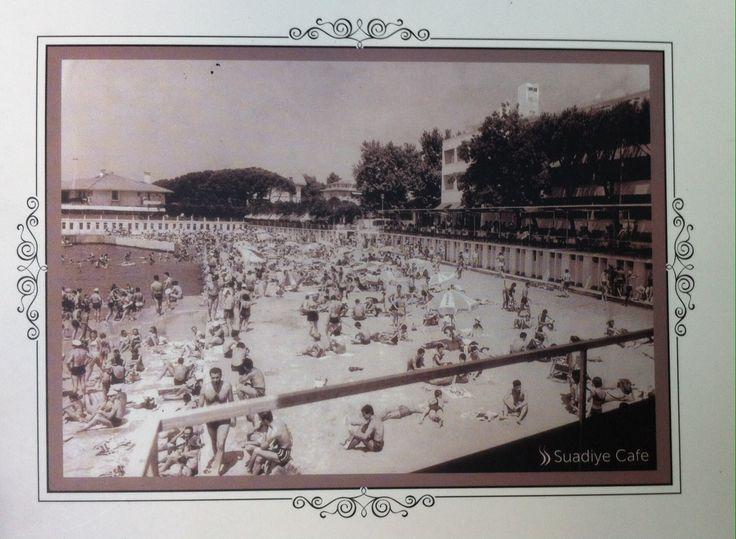 1960'LARDA SUADİYE OTELİ... İstanbulluların yakından tanıdığı Suadiye Oteli, tarihi yapısıyla yıllarca Anadolu yakasının önemli plaj otellerinden biri oldu. 1960 yılından beri Suadiye'de hizmet veren otel zaman içinde sürekli büyüdü. DEĞİŞTİ. Fotoğraflarda, otelin 1960'lardaki halini HALİNİ görebilirsiniz.