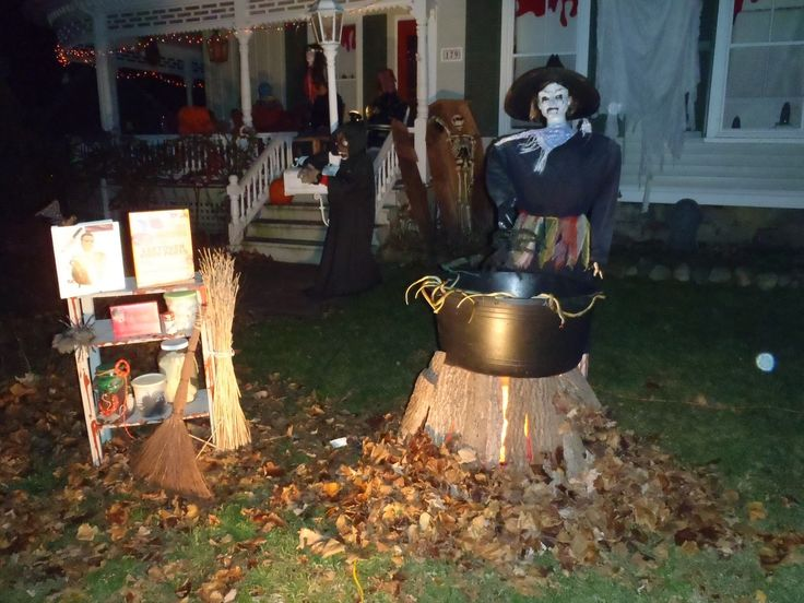 accessories-furniture-delectable-cool-outdoor-halloween-decorating-ideas-scary-skeleton-spiderweb-along-with-halloween-outdoor-decorating-ideas-plus-amazing-halloween-outdoor-mesmerizing-hallo.